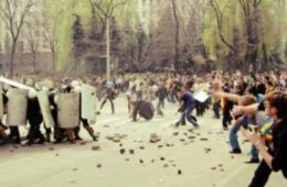 De la dictatură la democrație  de Gene Sharp, la Librăria din Centru